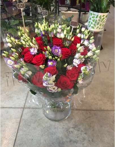 Nr.1 Red roses with Lisianthus