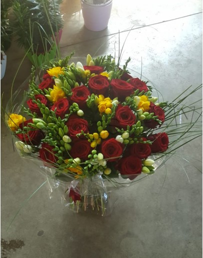 Nr.5 Red roses with fresia
