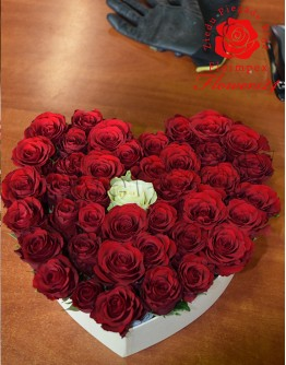 Heartshape red roses box (51 rose)